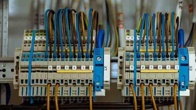 Comment faire l'installation électrique de la pièce?