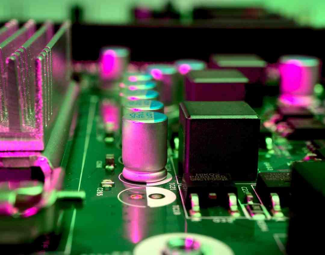 Comment expliquer la charge d'un condensateur ?
