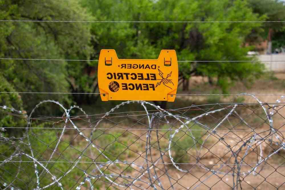 Comment mettre le courant sur une clôture ?